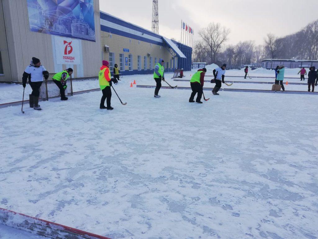 Этап городской традиционной Спартакиады сотрудников муниципальных учреждений спортивной направленности города Кемерово по хоккею на валенках.