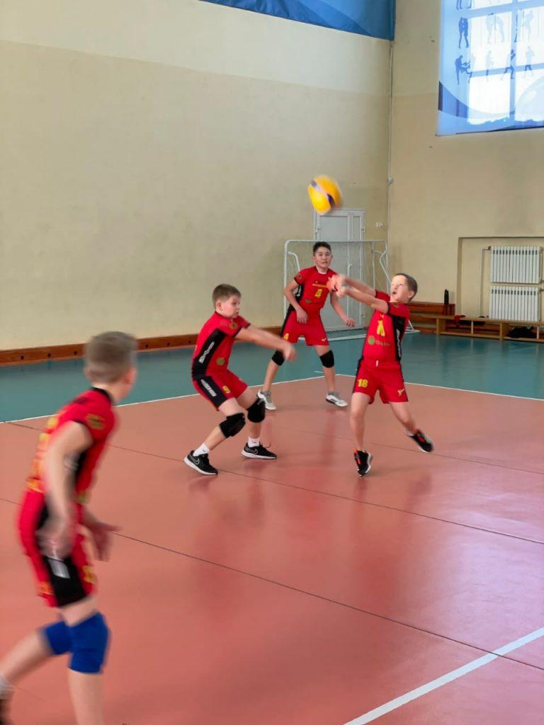 Волейболисты клуба по месту жительства «Южный» 2010 г.р. приняли участие в городском турнире по волейболу среди юношей 2007 г.р. и младше