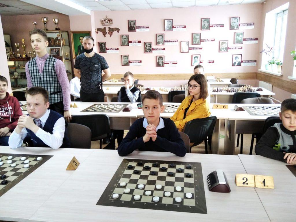 11 – 12 февраля 2021 года в Городском шахматном клубе имени М.И. Найдова прошел Муниципальный этап Всероссийских соревнований «Чудо-шашки 2021» среди общеобразовательных учреждений г. Кемерово