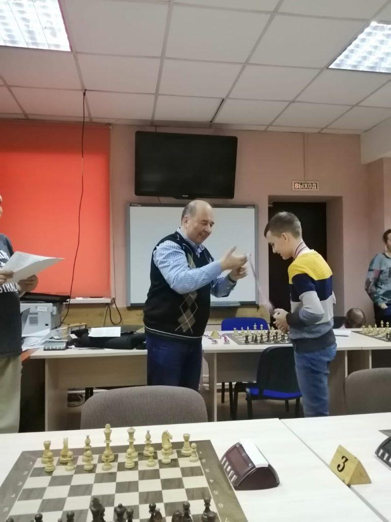 13 – 14 февраля 2021 года в Городском шахматном клубе имени М.И. Найдова прошло Первенство г. Кемерово 2021 года по быстрым шахматам среди мальчиков и девочек в возрасте до 11 лет (2012 г.р.), до 13 лет (2010-2011 г.р.), до 15 лет (2008-2009 г.р.), до 17 лет (2006-2007 г.р.), до 19 лет (2004-2005 г.р.).