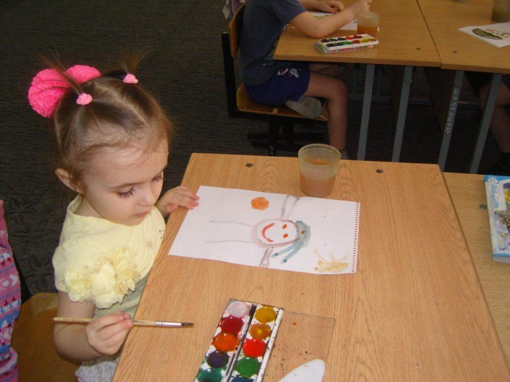 Фотоотчёт о проведении выставки детских рисунков «Мой папа - самый лучший»